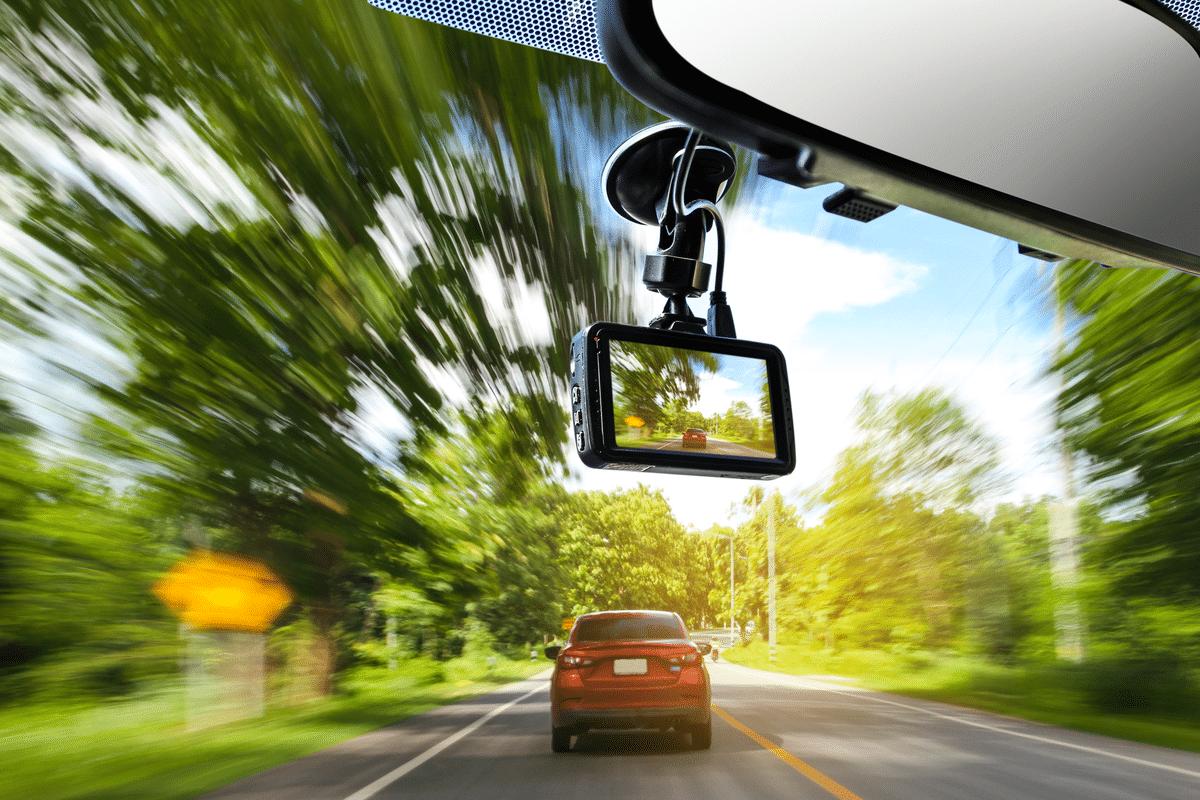 運転中のもしもの時の強い味方|ドライブレコーダーの必要性について解説